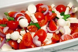 salata rosii brinza ceapa